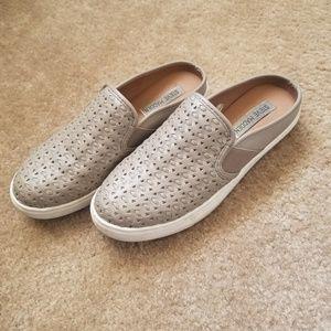 Slip on sneakers (Steve Madden Slope)